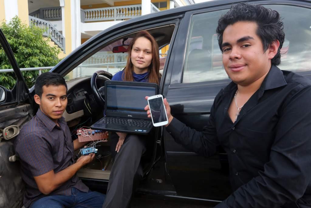 Joel Ziliesar, Brenda Zelaya y Louis Zelaya son los creadores de este proyecto que busca optimizar el uso del vehículo desde el smartphone.